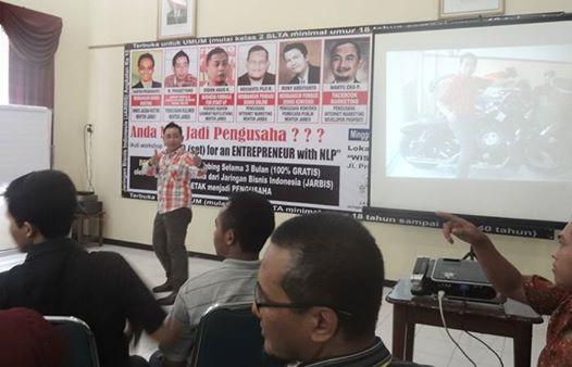 "Selasa, 27 Mei 2014 (13.30 WIB) Workshop ""MIND (set) for an ENTREPRENEUR with NLP"" hari Ketiga (M. PRASETYONO / Berani Memulai Usaha Kuliner dengan Modal Receh) Jaringan Bisnis Indonesia (JARBIS) Angkatan Ke 12 bekerjasama dengan Keluarga Alumni Universitas Wijaya Kusuma Surabaya (KAWIKAS) di WISMA TAMU SURABAYA Jl. Pregolan Bunder No. 6 - 8 Surabaya"